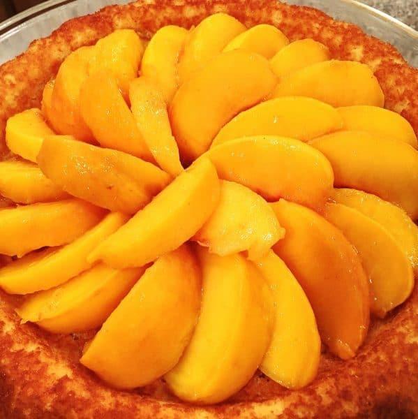 peach-cake-with-peaches