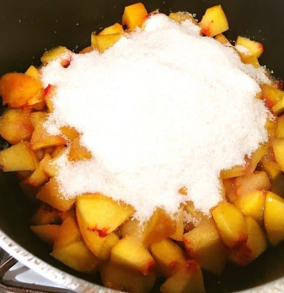 peach-cake-peach-sauce