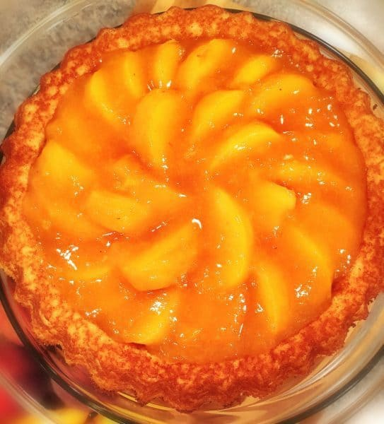 peaches-cake-with-peaches-and-glaze