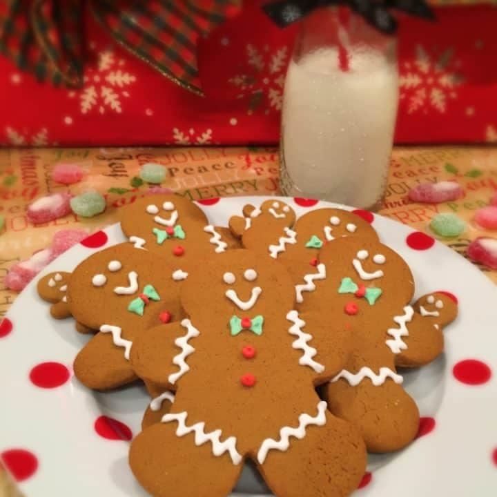 Plate full of Spiced Gingerbread men