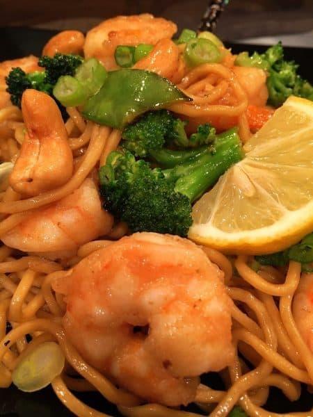 Shrimp, Cashews, Broccoli and Yakisoba noodles