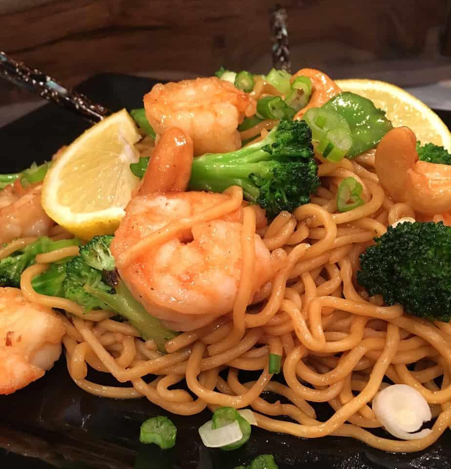 Noodles, shrimp, broccoli