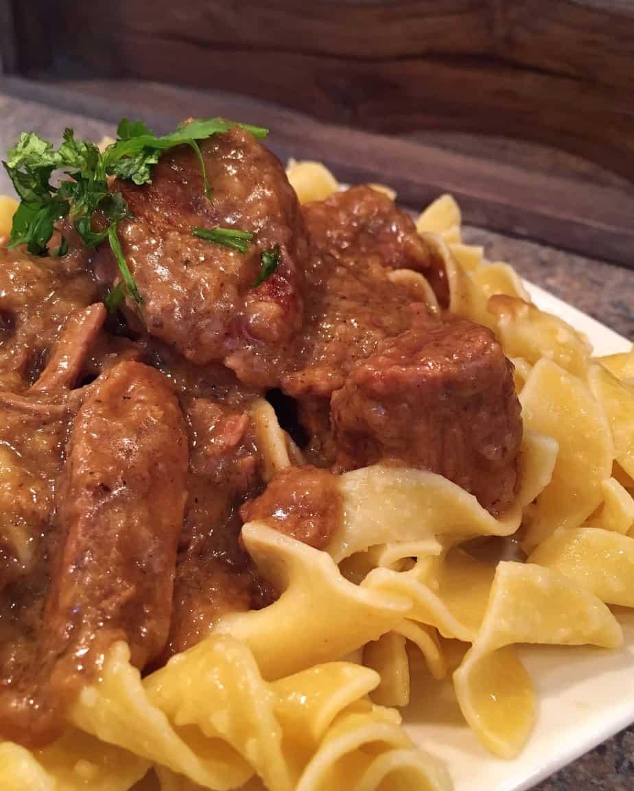 Slow Cooker Beefy Gravy & Noodles