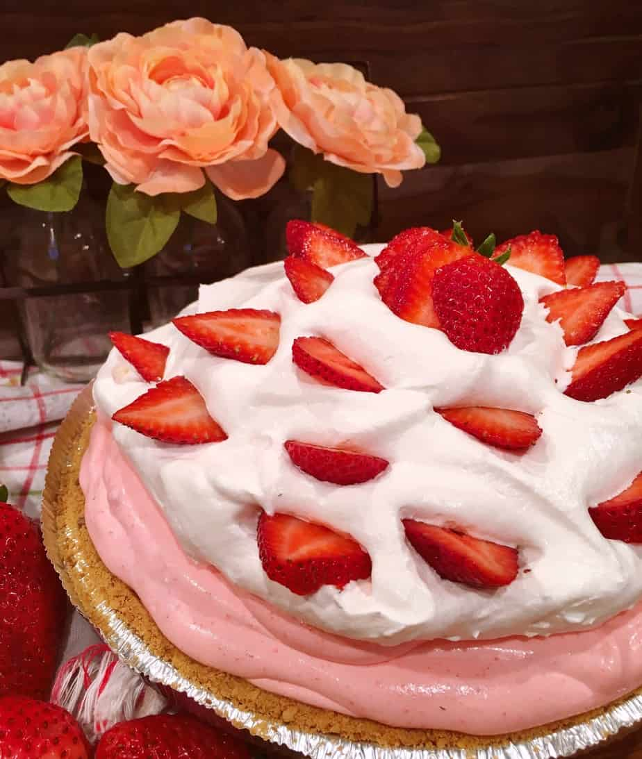 No-Bake Strawberry Cream Pie