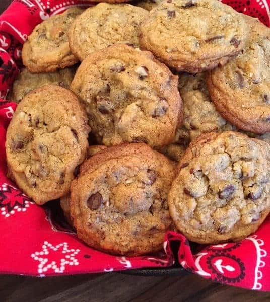 These are the most amazing chocolate chip cookie. Crispy crunchy around the edges...moist and chewy in the center. They truly are the BEST. You can use any flavor pudding you want