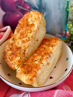 Sliced Cheesy Garlic Bread