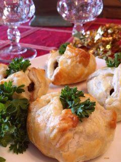 Cheesy Mushroom Bundles on a serving plate